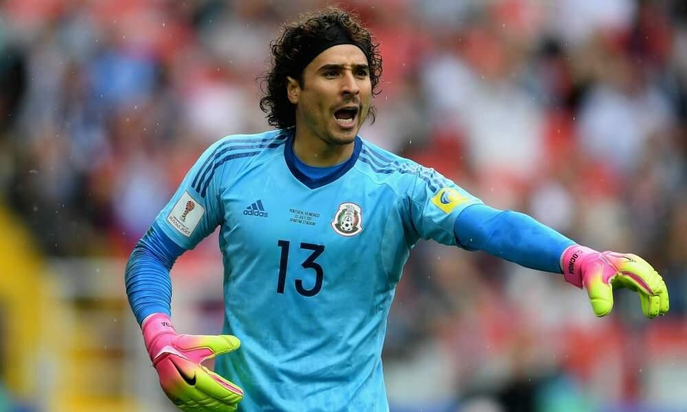O goleiro Guilhermo Ochoa, uma segurança na defesa do México nesta Copa do Mundo, e preocupação para o Brasil