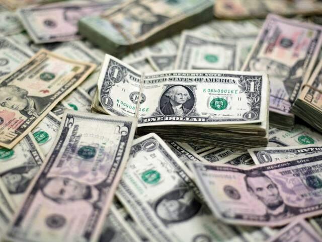 Dólar teve leve alta de 0,03%. (Foto: Reprodução/Veja)