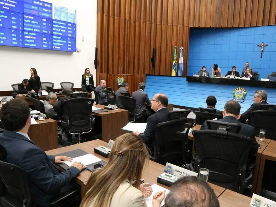 Deputados reunidos na sessão desta quinta-feira (13) (Foto: Victor Chileno/Arquivo)