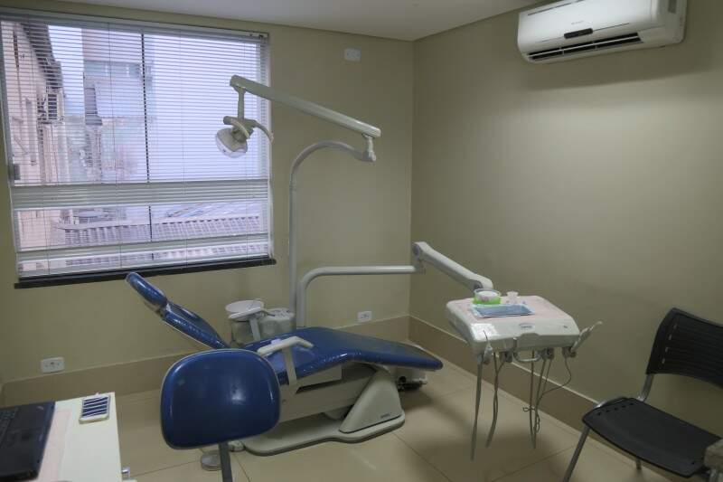 Os pacientes encontram também várias opções estéticas em relação aos aparelhos.(Foto: Fernando Antunes)