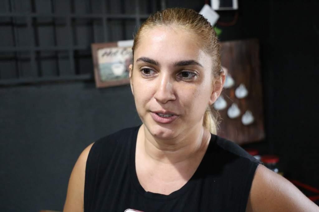Fabiana é formada em Educação Física e dá aula na academia (Foto: Paulo Francis)