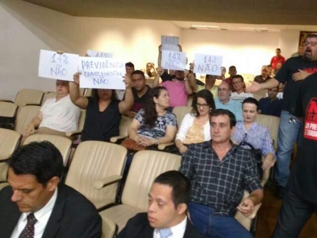 Servidores em protesto na Assembleia Legislativa de MS. (Foto: Leonardo Rocha).
