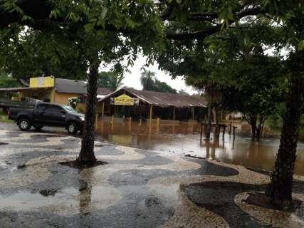 Chuva tira 190 pessoas de casa e 47 famílias já estão desabrigadas