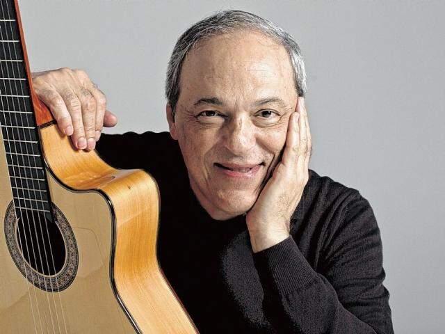 O cantor se apresenta neste sábado no Palácio Popular da Cultura.