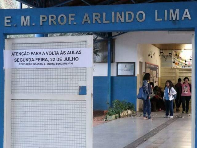 Volta às aulas na Escola Municipal Professor Arlindo Lima em Campo Grande (Foto: Henrique Kawaminami)