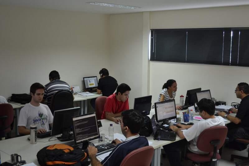 Empresa cria programas de computador de gerenciamento a partir da Capital. (Foto: Nicholas Vasconcelos)
