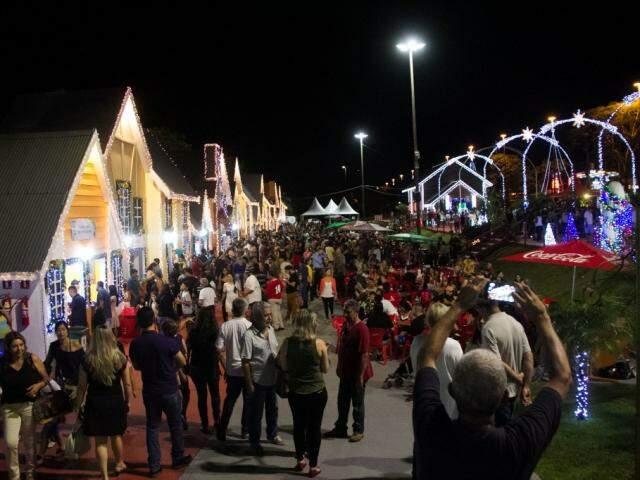 Movimentação na cidade cenográfica, no Natal do ano passado. (Foto: Divulgação)