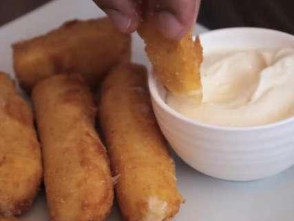 Receita de palitos de muçarela é de dar água na boca de quem ama queijo