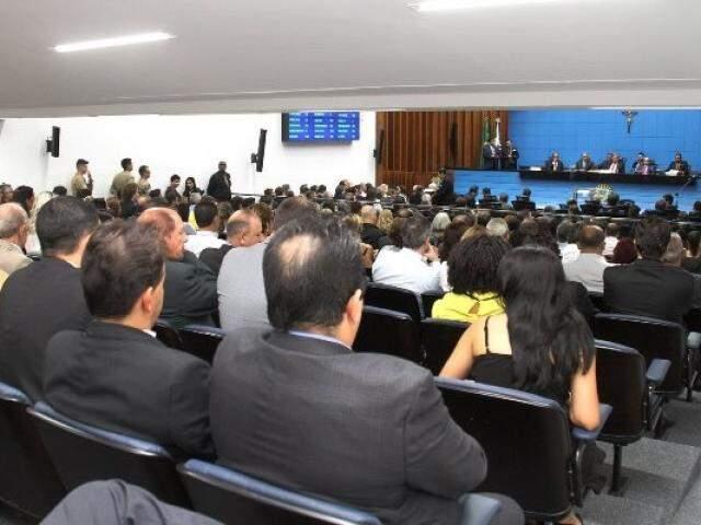Plenário Júlio Maia recebe autoridades para 1ª sessão do ano (Foto: Wagner Guimarães)