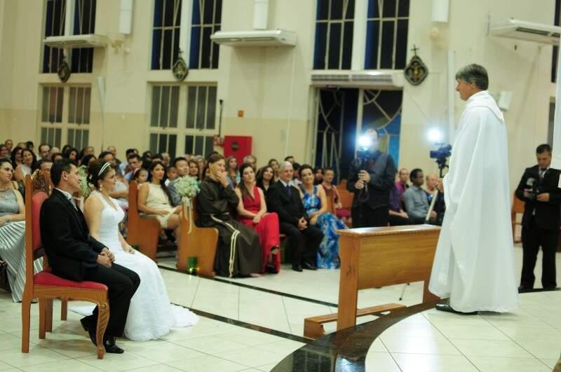 Casal trocou votos diante de 240 convidados. (Foto: Unilton Cavalcante)