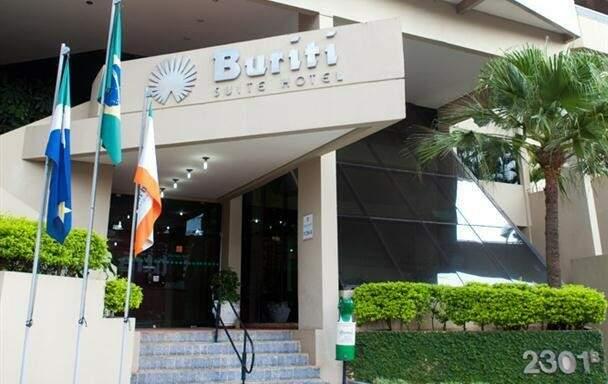 O Hotel Buriti está localizado na região central de Campo Grande, em frente a um hipermercado 24 horas (Foto: Divulgação)