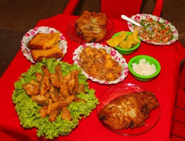 Alguns pratos típicos chamam atenção no cardápio.  (Foto: Fernando Antunes)