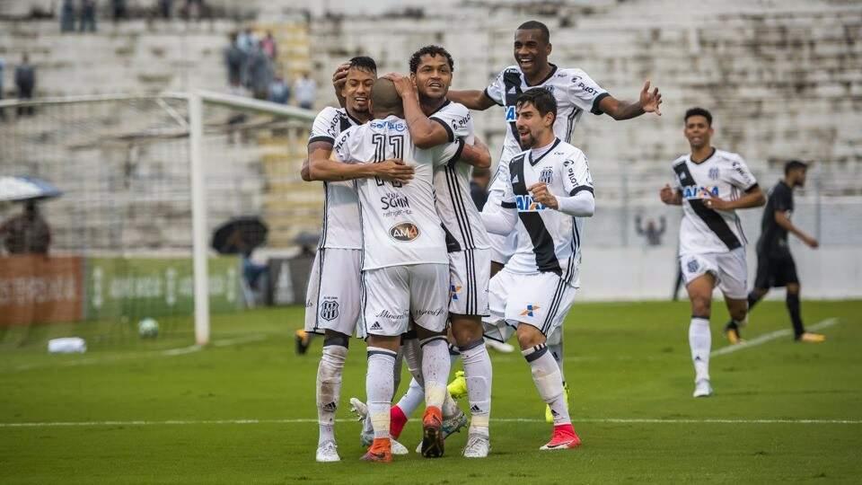 Ponte Preta garante vitória no final do jogo (Foto: PontePress\FabioLeoni)