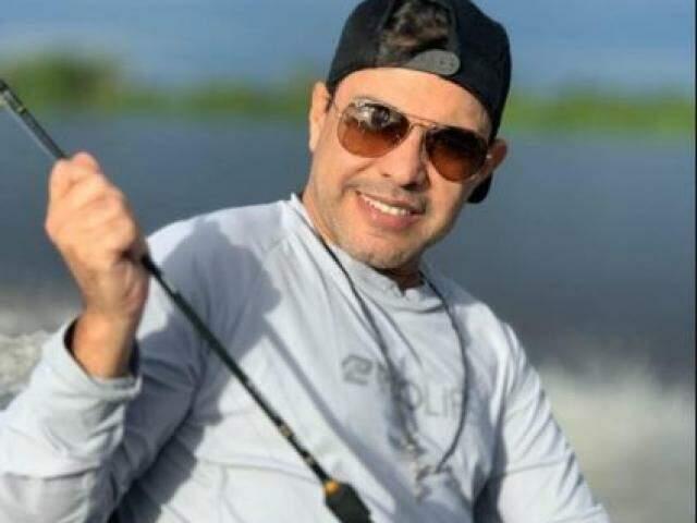 Zezé durante pescaria este ano em Corumbá. (Foto: Reprodução Instagram)