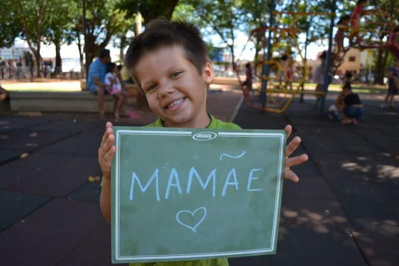 Victor, 5 anos, tem na mãe a melhor pessoa de 2016 (Foto: Naiane Mesquita)