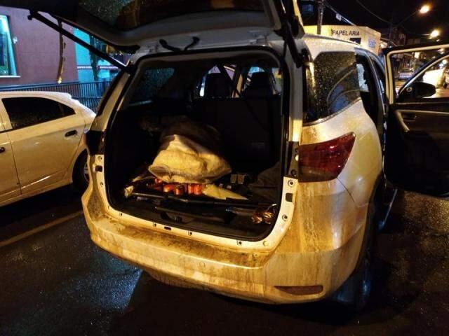 Veículo foi apreendido em frente a agência do BB em Frutal. (Foto: PMMS/Divulgação)
