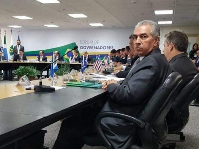 Reinaldo Azambuja durante Fórum de Governadores, nesta tarde (Foto: Clodoaldo Silva)