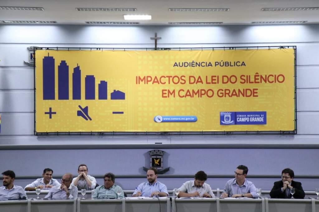 Audiência pública discutiu entraves e possibilidades da lei do silêncio (Foto: Henrique Kawaminami)