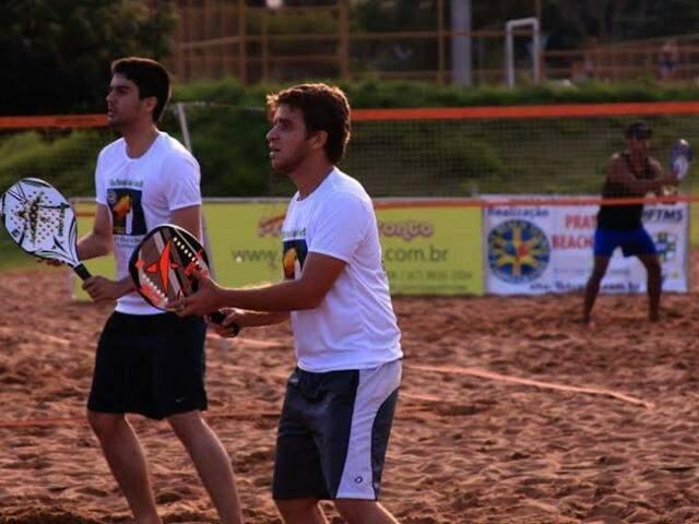 Atletas vão participar de curso para formação de professores de beach tennis. (Foto: Divulgação)