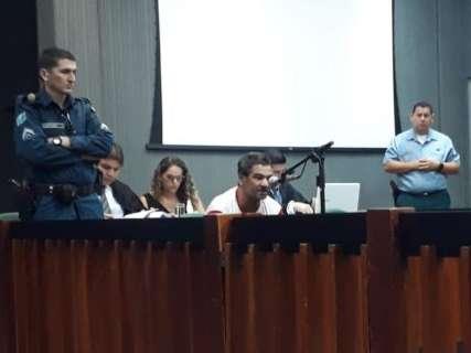 Em meio a júri, Nando se descontrola e juiz manda de volta a presídio