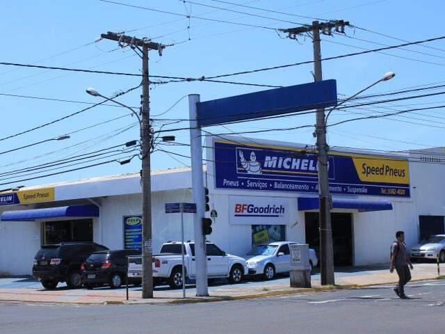 Loja da Speed, Avenida Fernando Corrêa da Costa, esquina com 14 de Julho.