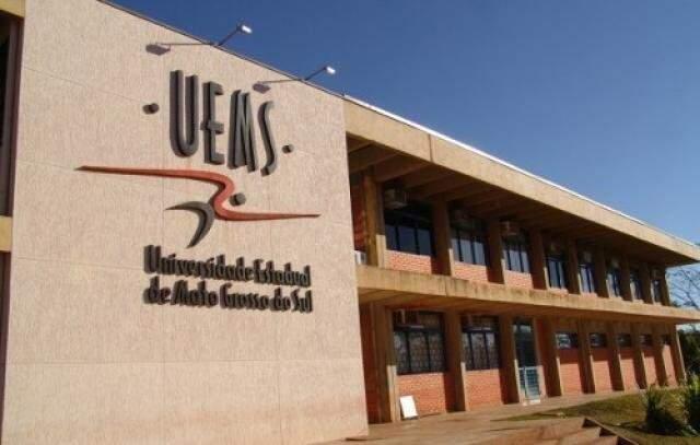 Seleção de projetos para a concessão de bolsas de iniciação científica é para alunos já matriculados na UEMS (Foto: Arquivo)