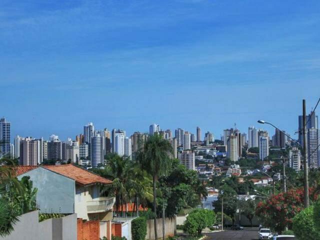 Céu em Campo Grande nesta quarta; máxima para hoje é de 36ºC (Foto: Marina Pacheco)