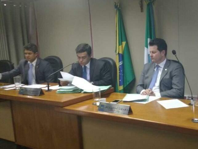 Deputados reunidos em sessão da CCJ nesta terça-feira (12) (Foto: Leonardo Rocha)