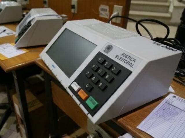 Urnas serão carregadas com dados de candidatos e lacradas para uso no dia da eleição. (Foto: Arquivo)