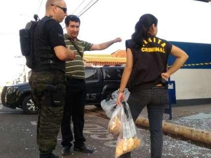 Polícia encontra explosivo e mais de 60 capsulas próximo a banco