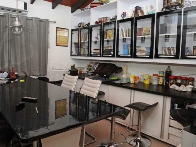 Sala onde Jarvis Pavão recebia compradores de drogas, em presídio paraguaio (Foto: Arquivo)