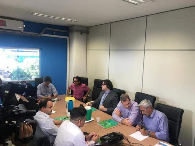 Representantes de órgãos se reuniram nesta tarde em Campo Grande (Foto: Tatiana Marin)