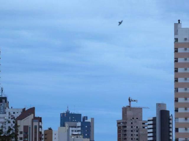 Céu de Campo Grande na manhã desta segunda-feira (Foto: André Bittar)