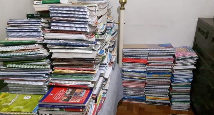 Cadernos que são separados e doados a novos alunos.