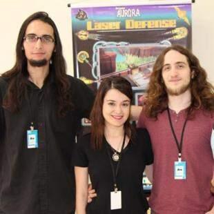 A equipe de desenvolvedores é formada pelo músico Yan Braga, Marina (design e arte) e Pedro (programação).
