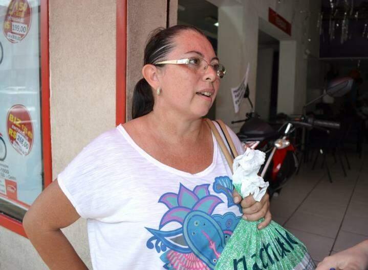Para dona de casa Salete Zanin, preços estão caros. (Foto: Simão Nogueira)