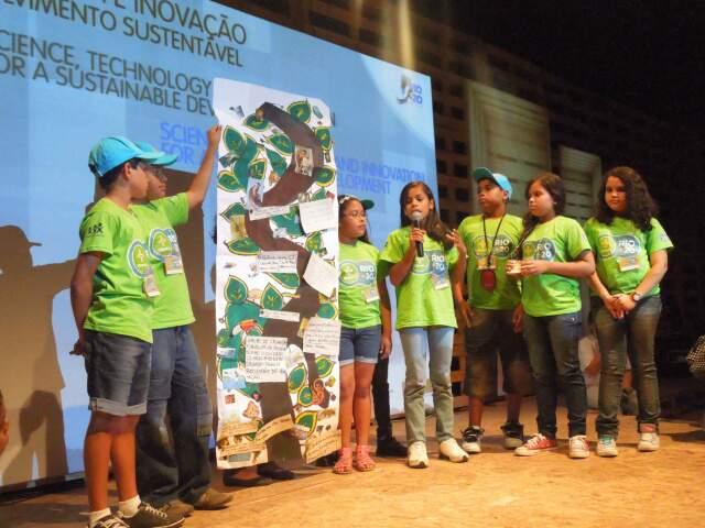 Crianças de Corumbá elaboraram propostas durante conferência da ONU. (Foto: Divulgação)