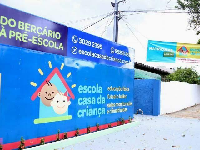 A escola fica na Rua Dom Aquino, 392 – Bairro Amambaí. (Foto: Henrique Kawaminami)