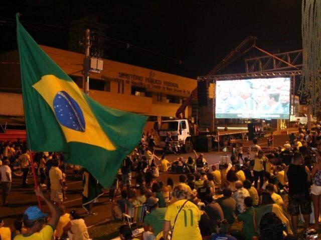 Público torceu pelo impeachment como se fosse jogo de futebol. (Foto: Alan Nantes)