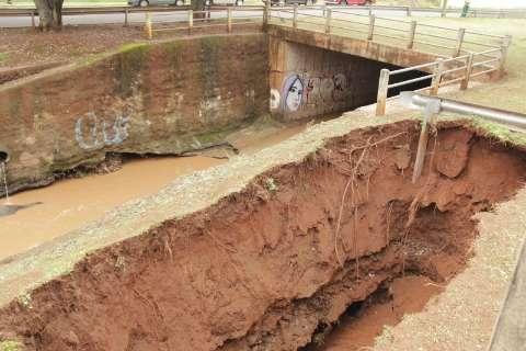 Prefeitura diz que avenida atingida pela chuva está sendo monitorada