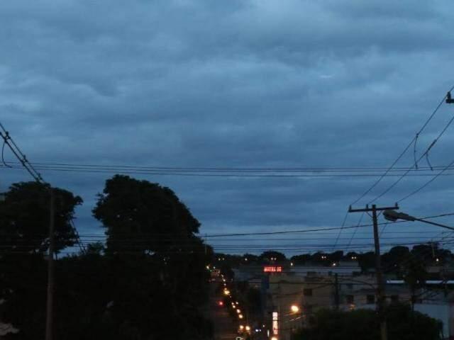 Quinta-feira (14) amanheceu parcialmente nublada em Campo Grande. (Foto: Henrique Kawaminami)