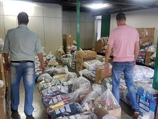 Funcionários da Sefaz conferem produtos que serão leiloados (Foto: Divulgação)