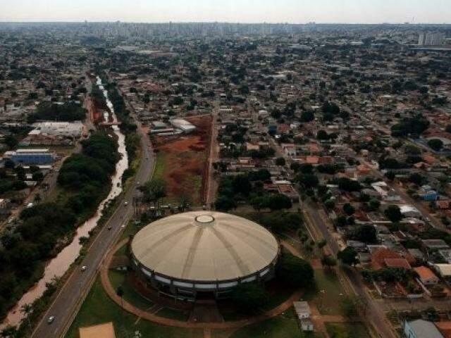 Vista geral do ginásio poliesportivo construído pelo Estado em 1984 (Foto: Edemir Rodrigues)