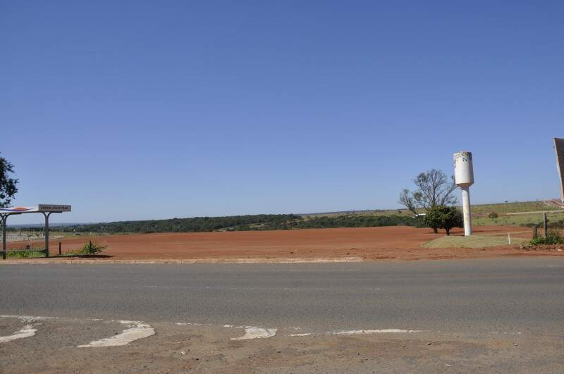 Terreno onde vai ser instalada loja de 10 mil metros quadrados da Leroy Merlin. (Foto: Marcelo Calazans)