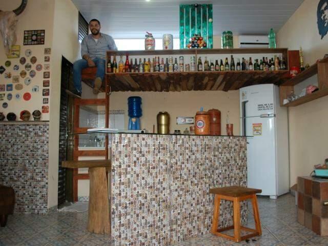 """""""Quarto"""" fica no alto, em do teto do bar. Foto: Pedro Peralta)"""