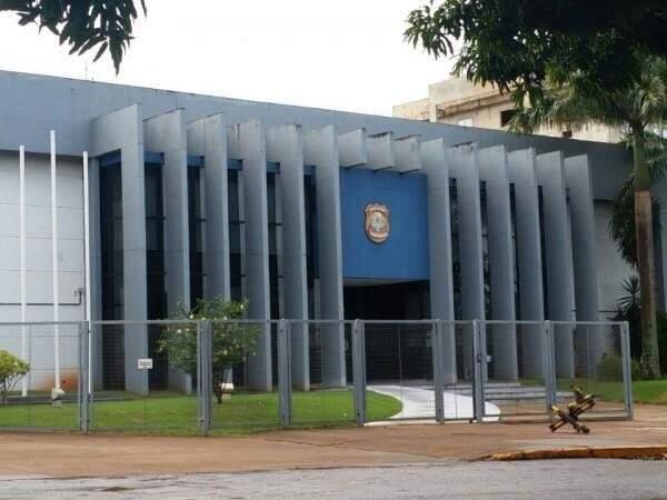 Sede da Polícia Federal em Dourados, que investigou ataque a indígenas em Caarapó. (Foto: Helio de Freitas)