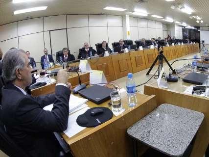 Procuradores do MPE se reúnem com Reinaldo e dizem confiar no governo