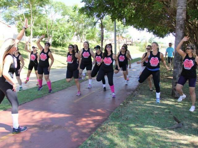 Grupo se exercita na Orla. (Foto: Marcos Ermínio)