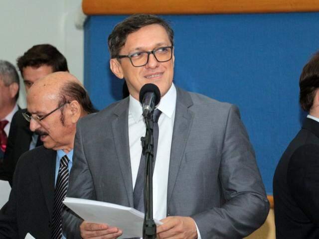 Defensor de Lucas de Lima assegurou não haver risco depois que a Justiça Eleitoral validou documentos de candidatura (Foto: Izaias Medeiros/CMCG)