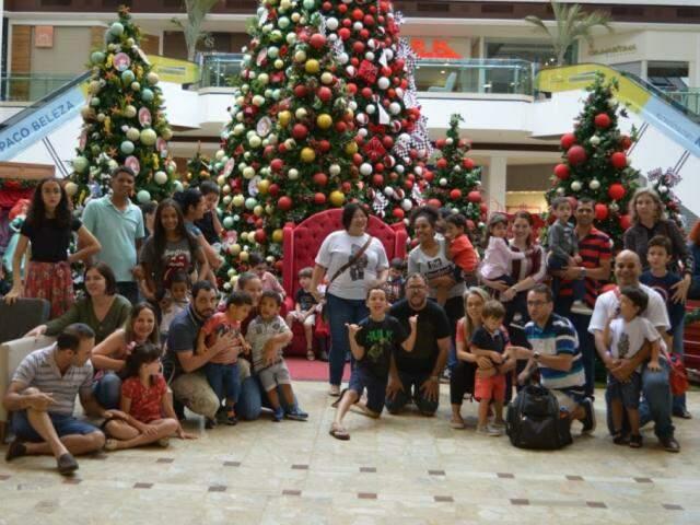 Famílias levam filhos autistas para se divertirem no shopping (Foto: Alana Portela)
